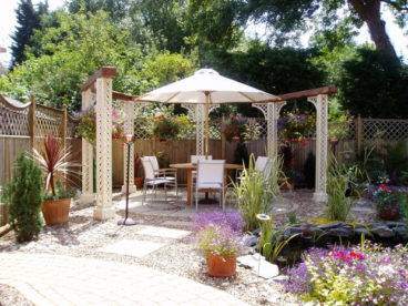 <p>A semi-circular pergola, designed for an outdoor dining area at a private house in Suffolk. Stunning!</p>