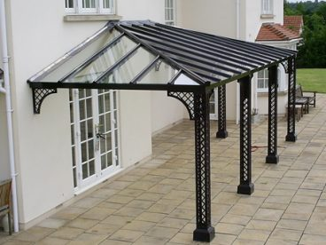 <p>A large hipped, L shaped, Lattice style Verandah near Bristol, 7.5 x 3.5 x 2.75. Fitted 2010</p>