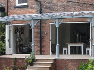 <p>Installed near Stoke, this Verandah really makes the fold-away doors practical. Using V8 columns and circles quarter arches. </p>