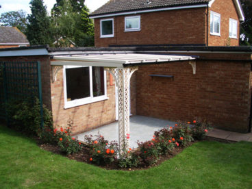 <p>Lattice column with lattice quarter arches; shallow roof pitch to fit the single-storey extension; a nice restful cream colour; 3.8m x 2.5m deep.</p>