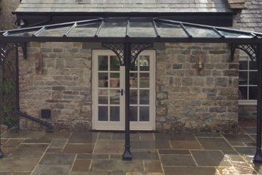 <p>A double-hipped Verandah in Somerset, using our Trumpet bases and Lattice quarter arches.</p>
