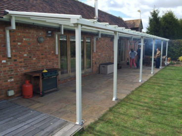 <p>Using our square posts with Z brackets supporting the rear, this Verandah is nearly 15 metres long and 3m deep.</p>