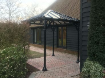 <p>A small unobtrusive smoking shelter for guests at this Kent hotel</p>