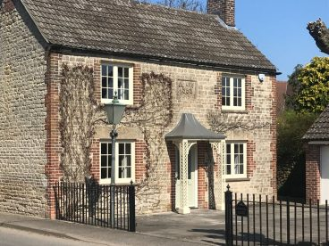 "<p>""We are very please with the porch which goes so very well with the house (built in 1858). The installers were both pleasant and professional.""</p> <p>Mr & Mrs M, Wiltshire.<br /> April 2018</p>"