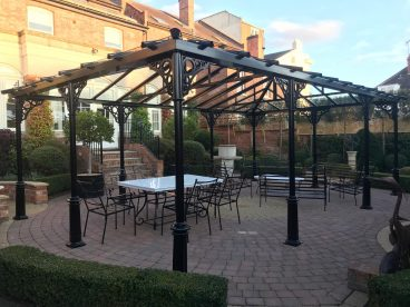 <p>Here is a freestanding structure measuring 8m x 5m, installed in Cambridge in 2018. Using our Royale columns with circles quarter arches and finished in black. </p>